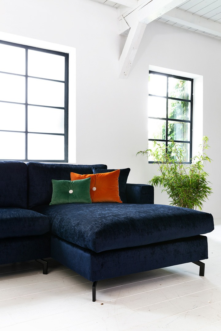 Romantic-paris-blauw-bank-met-ottoman-soofs-interieur