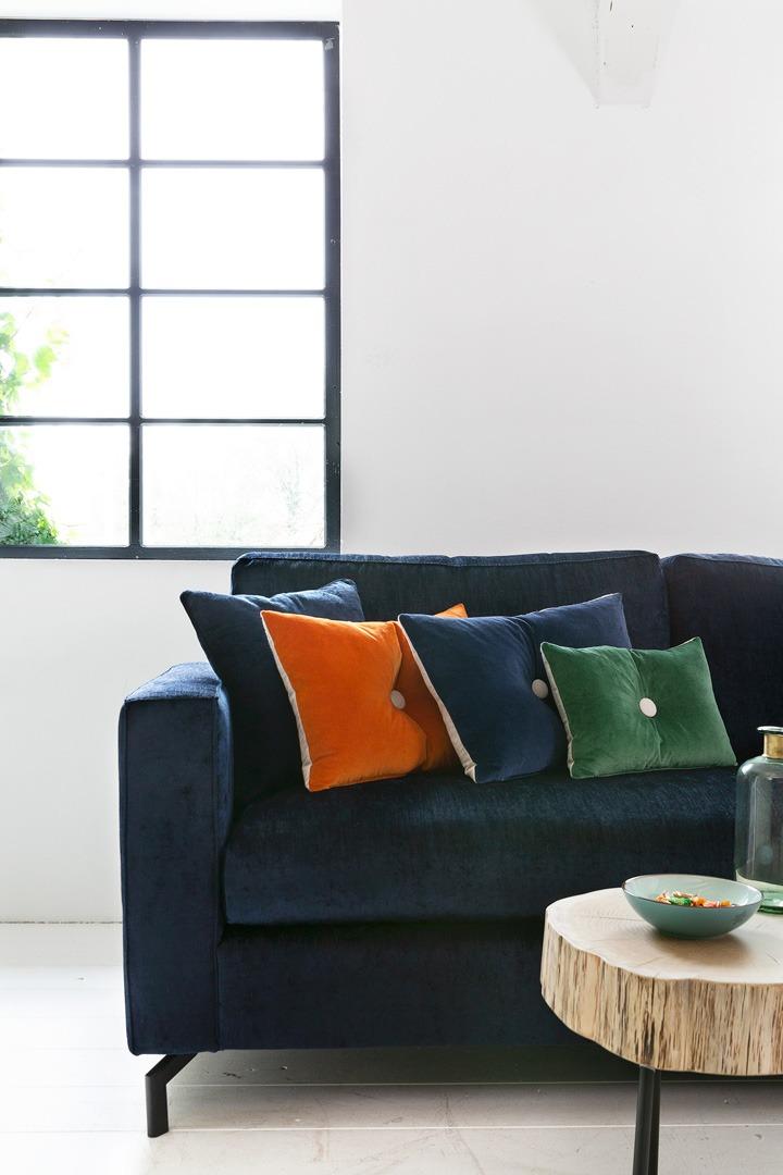 Romantic-paris-detailfoto-hoekbank-blauw-stof-soofs-interieur.