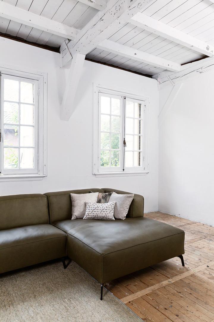 Vino-piemonte-longchair-detail-groen-leer-soofs-interieur (1)