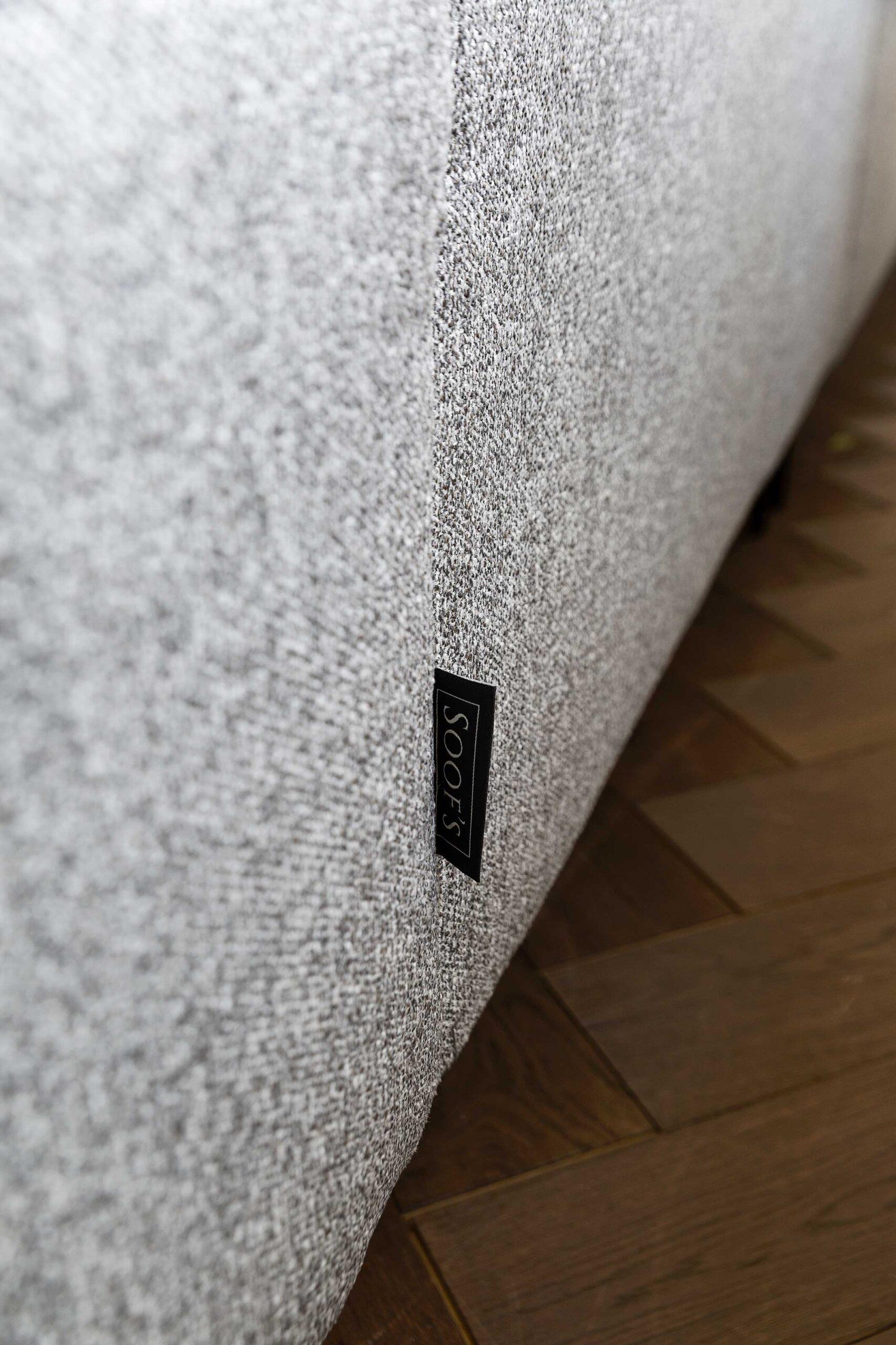bella-milano-bankstel-met-soofs-logo-soofs-interieur