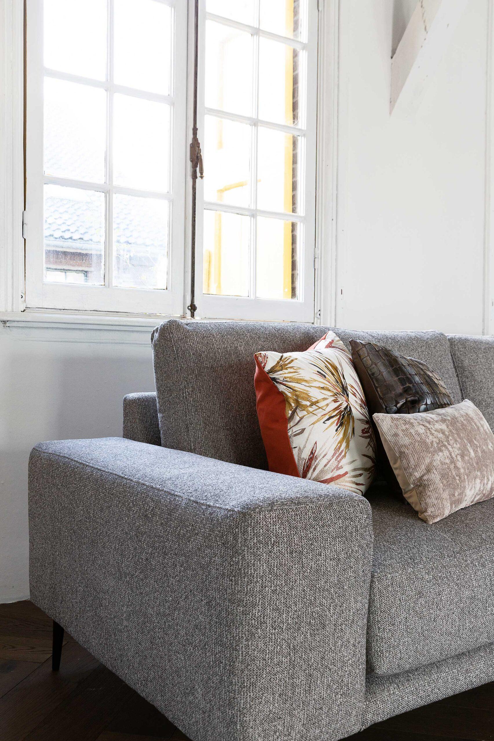 bella-milano-hoekbank-detailfoto-armleuning-soofs-interieur