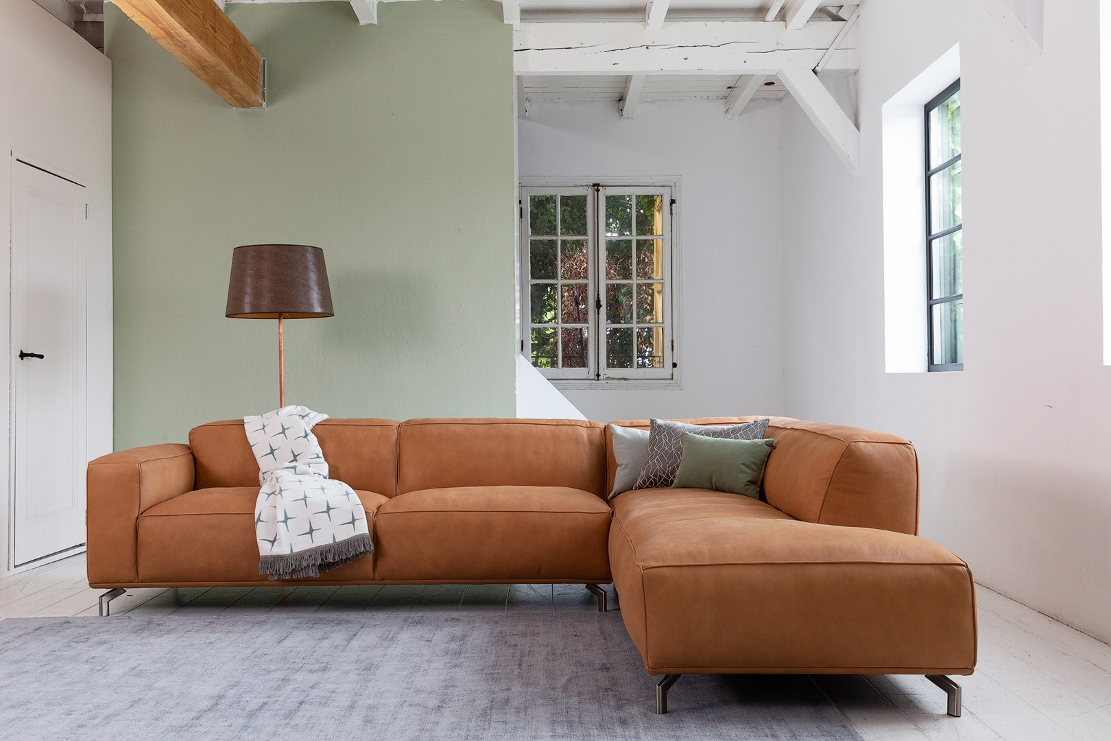 chill-ibiza-hoekbank-congac-leer-ottoman-soofs-interieur (1)