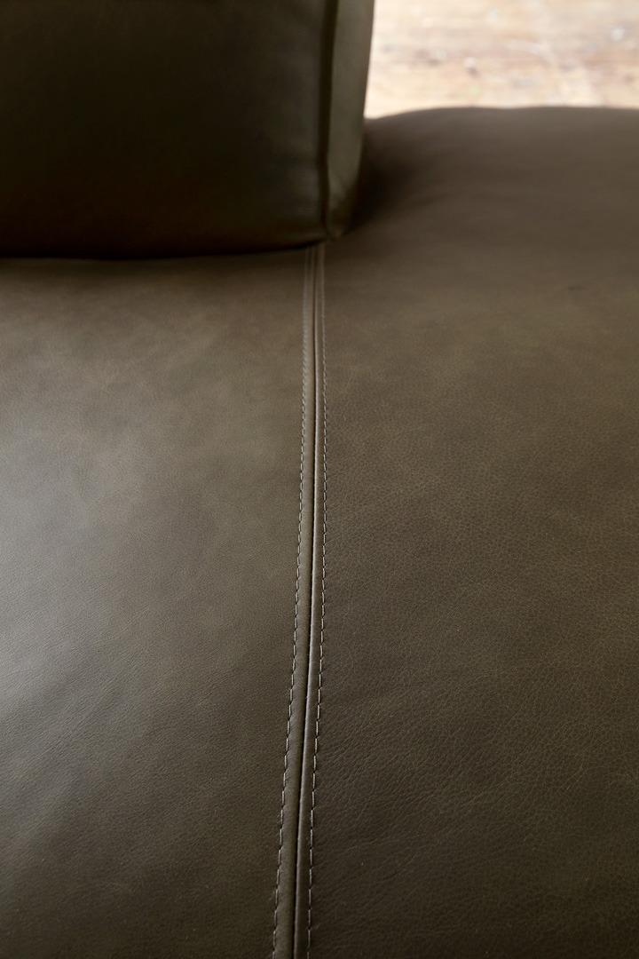 vino-piemonte-groen-leer-bankstel-detail-foto-soofs-interieur (1)