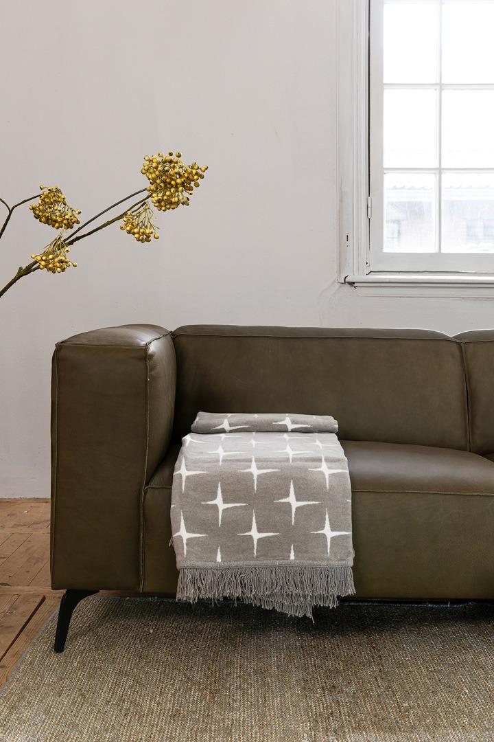 vino-pimonte-groen-leer-bank-detail-soofs-interieur (1)
