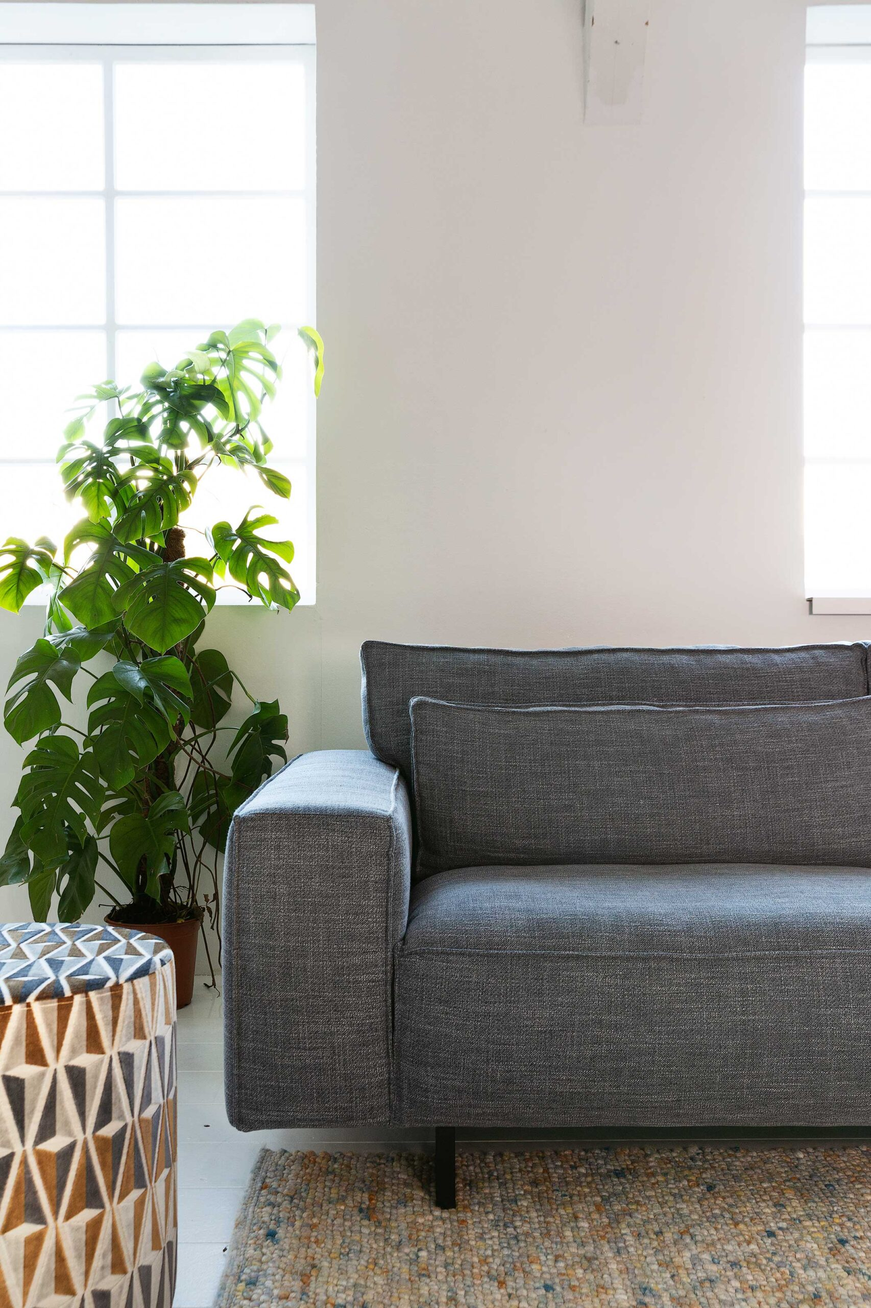 vivre-de-provence-bank-detail-armleuning-kleur-grijs-soofs-interieur