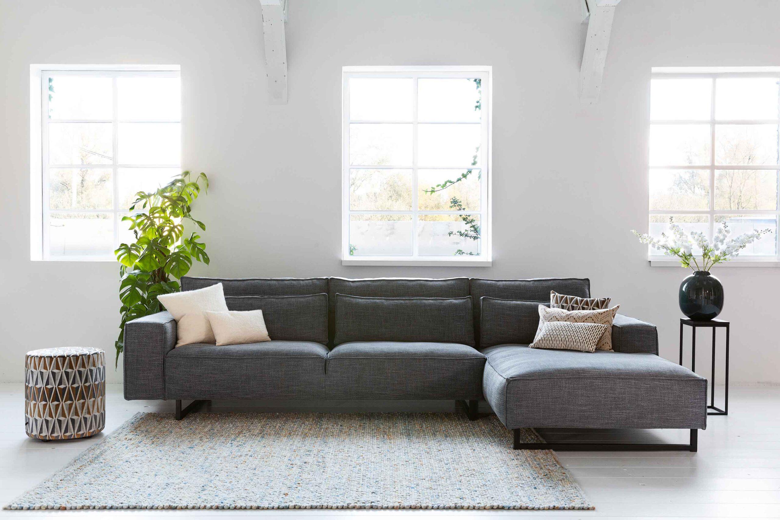 vivre-de-provence-zitbank-longchair-kleur-grijs-industiele-poten-soofs-interieur